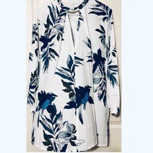 NWOT Long Sleeve Floral Dress Size Large.